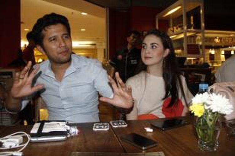 Pakar tata kota Emil Dardak bersama istrinya, artis peran Arumi Bachsin dalam wawancara di Plaza Semanggi, Jakarta Selatan, Rabu (27/8/2014) malam.