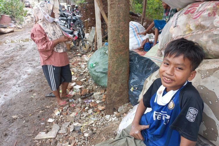 Muhamad Saputra (14) korban kebakaran lapak pemulung di kawasan Pondok Aren, Tangerang Selatan, Rabu (25/8/2021).
