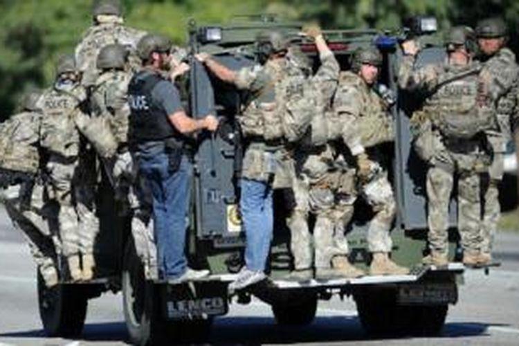 Aparat AS masih memburu tiga pelaku penembakan di pusat layanan sosial di Kota San Bernardino.