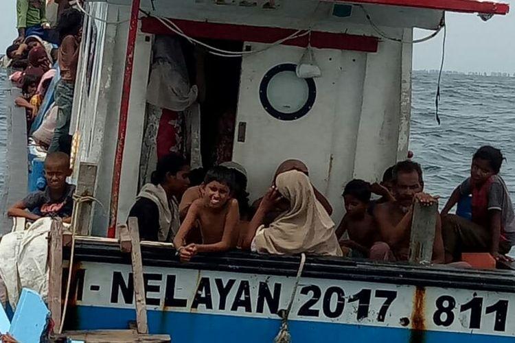 Sebanyak 114 warga Rohingnya asal Myanmar terdampar di perairan Pantai Seunuddon, Kecamatan Seunuddon, Kabupaten Aceh Utara, Rabu (24/6/2020).
