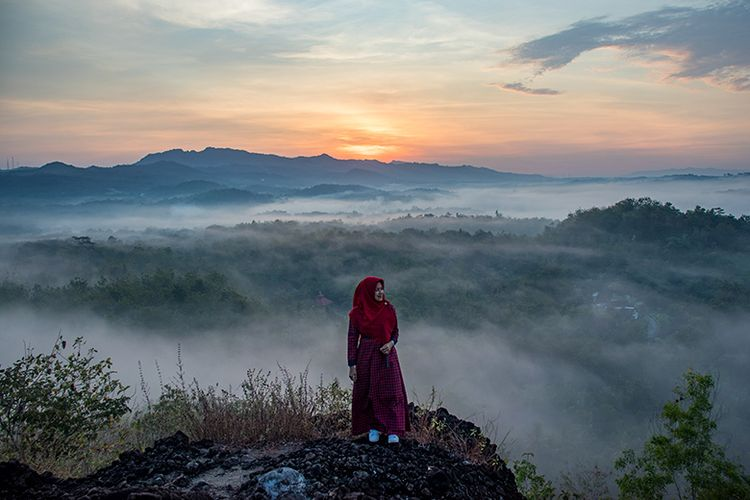 Pesona keindahan pagi hari di Gunung Ireng, Gunungkidul, Yogyakarta.