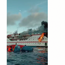 Viral, Video Kapal Terbakar dan Penumpang Lompat ke Laut, Bagaimana Kondisinya?