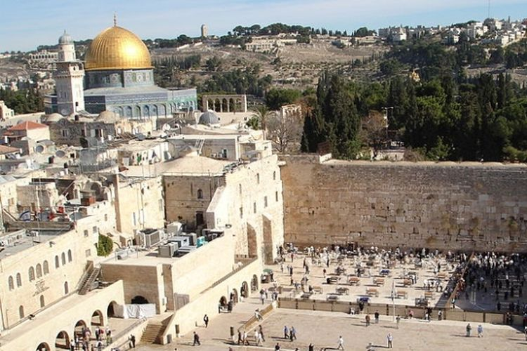 Israel pada 1980 mengklaim Jerusalem sebagai ibu kotanya setelah menduduki Jerusalem pasca-Perang Enam Hari 1967. Sementara itu, Palestina menuntut Jerusalem Timur sebagai ibu kota.