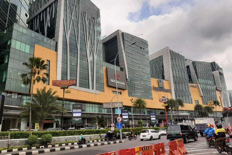 Bangunan Mall Cito di Bundaran Waru perbatasan Surabaya-Sidoarjo