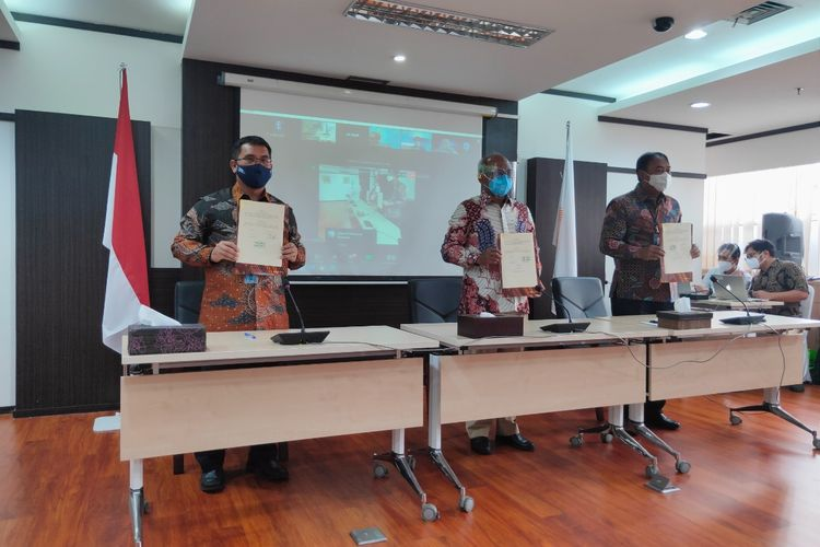 Penandatanganan nota kesepahaman antara PT Bank Rakyat Indonesia (Persero) Tbk dengan PT Len Industri terkait pembiayaan pemasangan PLTS Atap pada Kamis (21/1/2021).