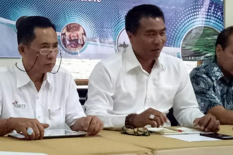 Ketua Asita Bali, I Ketut Ardana (kiri), Putu Winastra (tengah) dan Bagus Sudibya (kanan) di Denpasar, Bali, Kamis (1/12/2016).