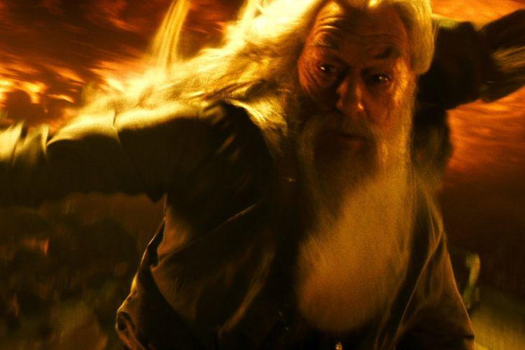 Michael Gambon beraksi sebagai Professor Albus Dumbledore dalam Harry Potter and the Half-Blood Prince (2009).