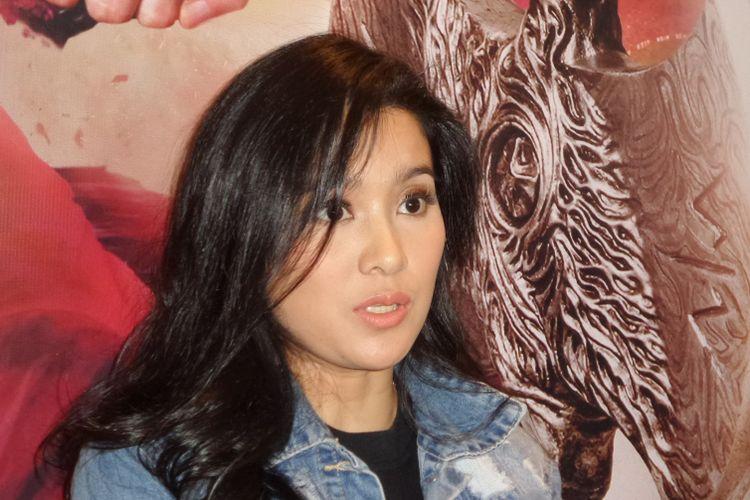 Marcella Zalianty menghadiri pemutaran film Wiro Sableng, XXI Epicentrum, Kuningan, Jakarta Selatan, Senin (27/8/2018).