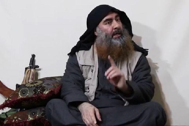 Dalam foto yang diduga diambil pada 30 April 2019 oleh media Al-Furqan menunjukkan Pemimpin ISIS Abu Bakar al-Baghdadi muncul pertama kalinya dalam lima tahun sejak dia mendeklarasikan kekhalifahan pada 2014.