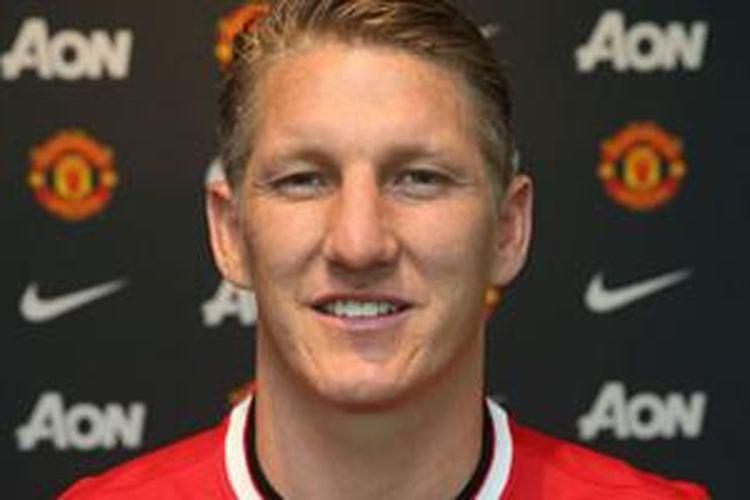 Bastian Schweinsteiger resmi berseragam Manchester United, Senin (13/7/2015).
