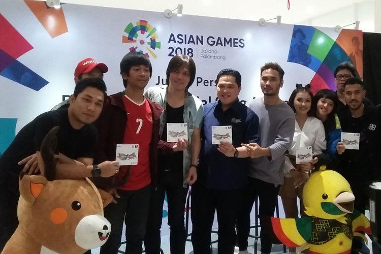 Para Musisi dan Penyanyi kenamaan Indonesia bersama Bapak Erick Thohir, Ketum INASGOC dan Bapak Gumilang Ramadhan di acara Jumpa Pers Peluncuran Official Song Album Asian Games 2018