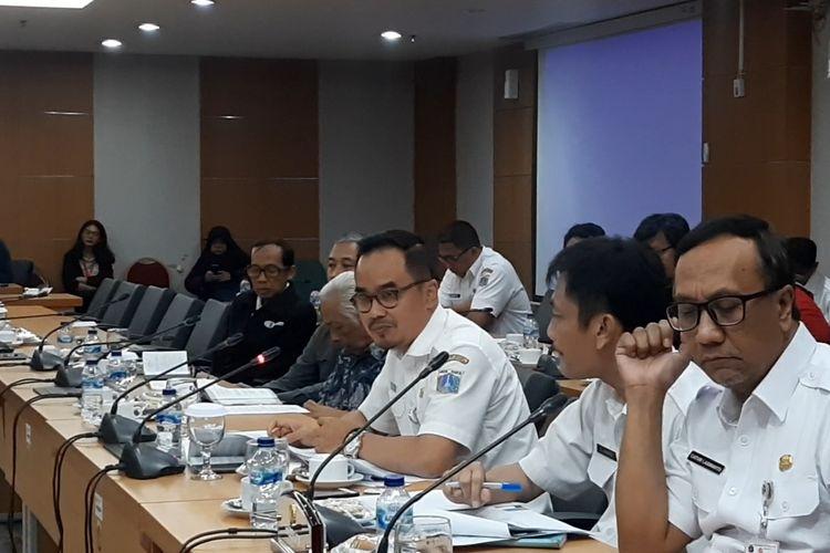 Kepala Dinas Kebudayaan DKI Jakarta Iwan Henry Wardhana saat meminta maaf di hadapan Ketua DPRD DKI dan anggota Komisi E terkait pernyataan rekomendasi Formula E di Monas, Rabu (19/2/2020)