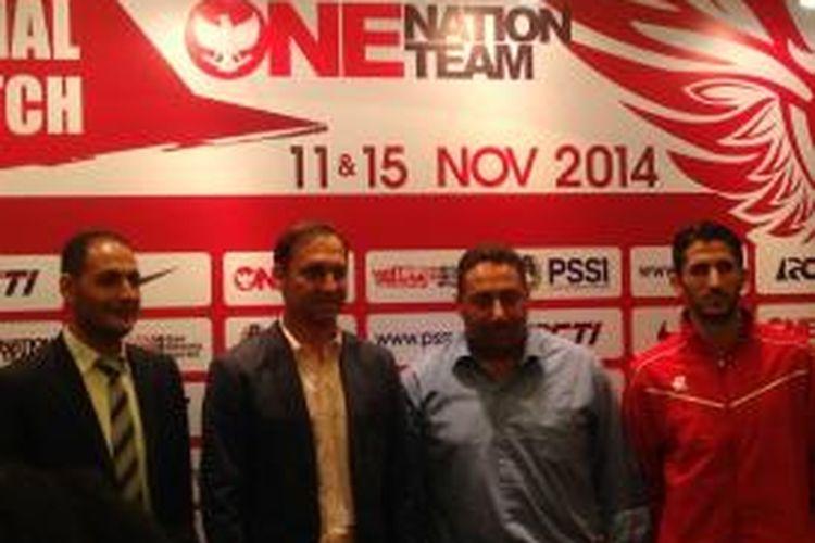 Pelatih tim nasional Suriah, Muhamad Al Fakeer (ketiga dari kiri).