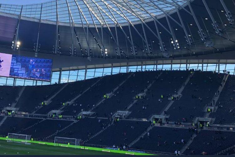 Foto Tribune Selatan yang berkapasitas 17.500 orang di stadion baru Tottenham Hotspur.