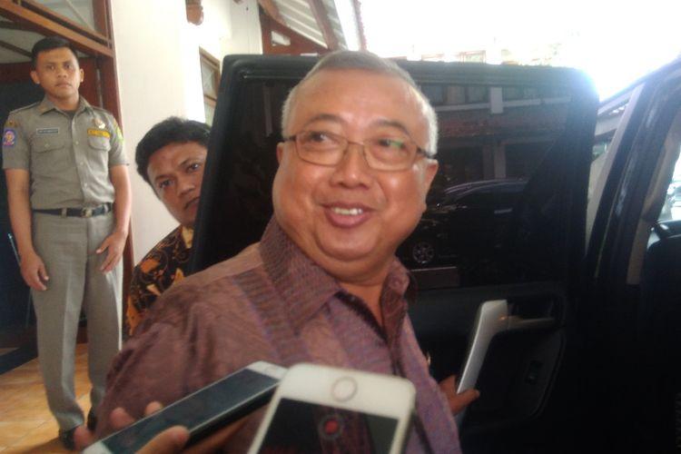 Bupati Bantul Suharsono saat ditemui di kantornya, Kamis (4/4/2019). Dia mengaku mewacanakan untuk membuat peraturan baru untuk mencegah intoleransi di wilayahnya.