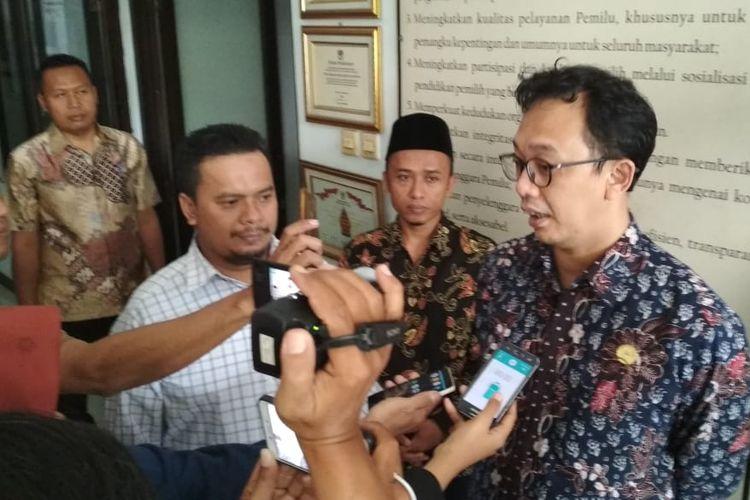 Komisioner Komnas HAM Beka Ulung Hapsara saat berkunjung ke KPU Banyumas, Jawa Tengah, Selasa (14/5/2019).