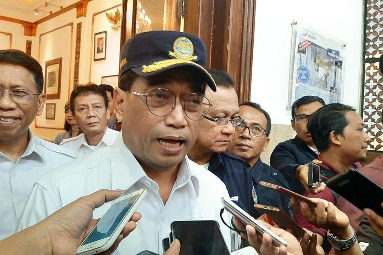 Menteri Perhubungan Budi Karya Sumadi Saat di Stasiun Tugu Yogyakarta Sabtu (28/12/2019)(KOMPAS.COM/MARKUS YUWONO)