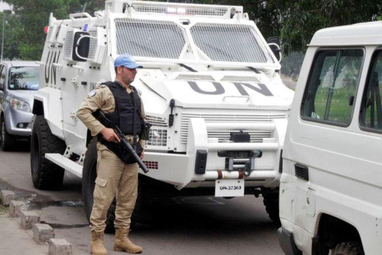 Seorang anggota pasukan perdamaian berjaga di Kinshasa, Republik Demokratik Kongo