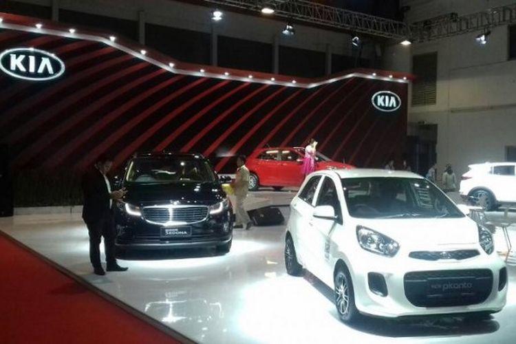 Ilustrasi booth Kia dalam sebuah pameran otomotif di Jakarta
