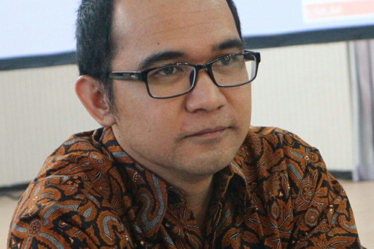 Peneliti Pusat Kajian Anti Korupsi Universitas Gadjah Mada (Pukat UGM) Oce Madrilketika ditemui dalam acara Konferensi Nasional Hukum Tata Negara ke-4 di Jember, Jawa Timur, Minggu (12/11/2017).