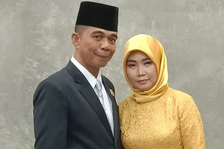 Salah satu istri Andi Sukma, Legislator partai Hanura di Luwu Utara, usai pelantikan, dirinya membawa 3 istri sekaligus untuk mengikuti pelantikan.