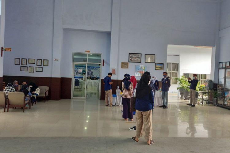 Suasana PPDB 2021 di SMAN 1 Rangkasbitung, Kabupaten Lebak, Banten, Senin (21/6/2021)