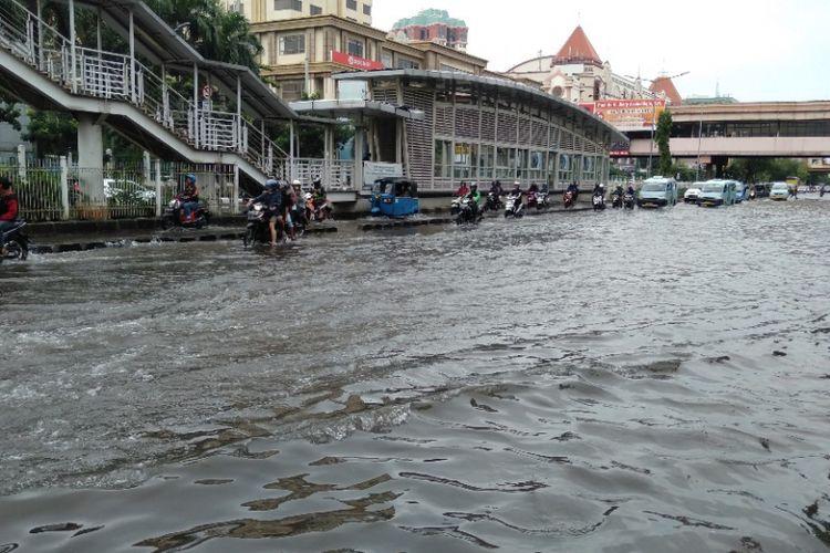 Banjir di kawasan ITC Mangga Dua, Selasa (5/3/2019).