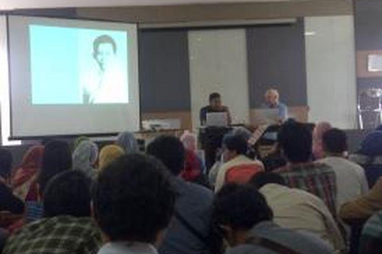 Saat pengarang buku Tan Malaka, Harry A Poeze, mengusu acara bedah buku yang dirangnya di Fakultas Ilmu Budaya Universitas Brawijaya (UB) Malang, Jawa Timur, Rabu (12/2/2014).