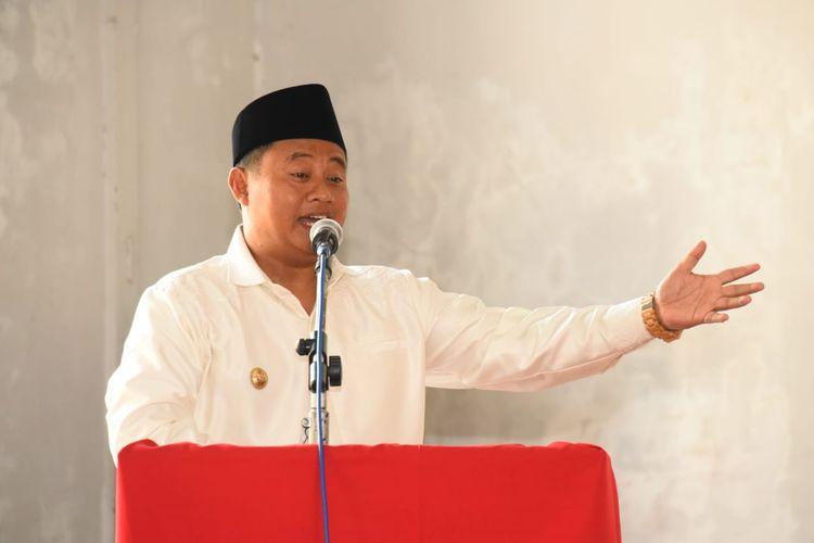 Wakil Gubernur Jawa Barat (Jabar) Uu Ruzhanul Ulum mengikuti kegiatan Ngobrol Pimaslahateun untuk Desa (Ngopi Desa) di Gedung Dakwah Kecamatan Cibalong, Kabupaten Tasikmalaya, Senin (28/10/19).