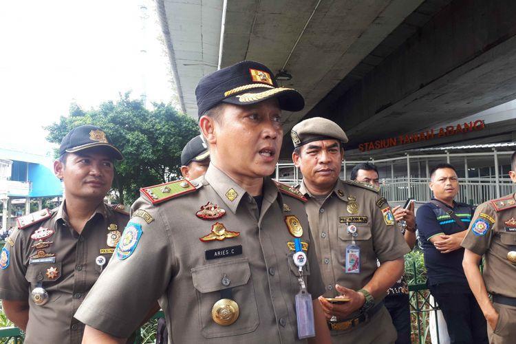Kasatpol Tanah Abang Aries Cahyadi saat melakukab penjagaan di kawasan Tanah Abang dibantu aparat kepolisian Polsek Tanah Abang.