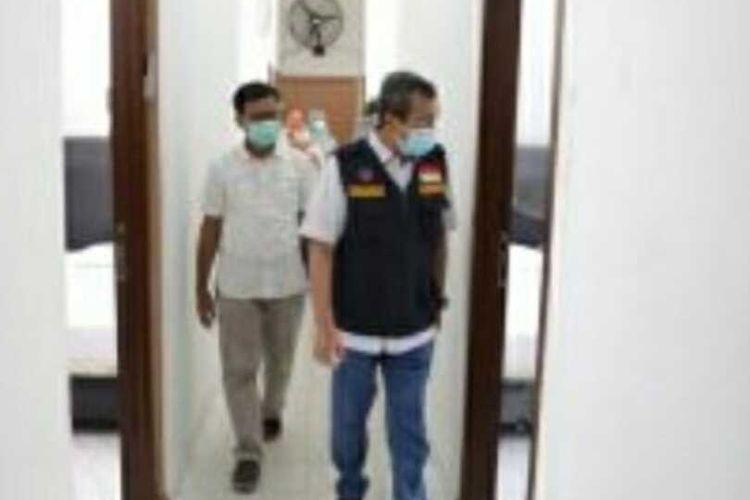 Gubernur Riau, Syamsuar saat meninjau rusunawa yang dijadikan tempat isolasi untuk pasien OTG (orang tanpa gejala) Covid-19 di Pekanbaru, Riau, Senin (7/9/2020).