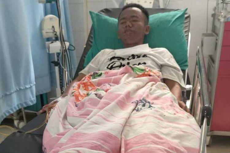 Zaenal Abidin (27), orang dengan gangguan jiwa (ODGJ) tersebut tubuhnya melepuh. Hasil pemeriksaan dokter ditemukan indikasi akibat pengaruh alkohol.