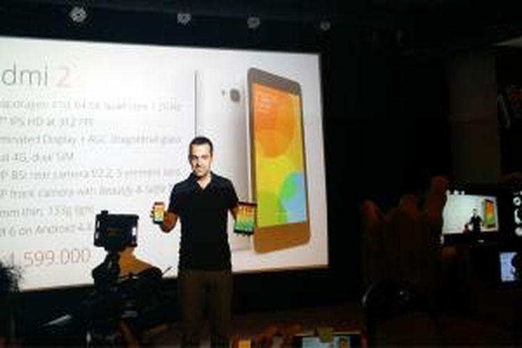 Wakil Presiden Xiaomi Hugo Barra memperkenalkan ponsel Android Xiaomi Redmi 2 di Jakarta, Rabu (1/4/2015).