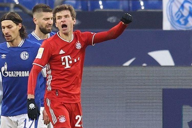 Penyerang Bayern Muenchen, Thomas Mueller, saat merayakan gol ke gawang Schalke 04 pada laga lanjutan pekan ke-18 Bundesliga, kasta tertinggi Liga Jerman, di Stadion Veltins-Arena, Minggu (24/1/2021) malam WIB.