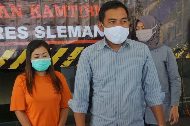 Tersangka RM (40) warga Lampung saat dihadirkan dalam jumpa pers di Mapolres Slemam