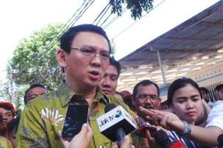 Gubernur DKI Jakarta Basuki Tjahaja Purnama wawancara wartawan seusai peresmian ruang publik terpadu ramah anak (RPTRA) Tanah Abang III, Jakarta Pusat, Kamis (24/3/2016).