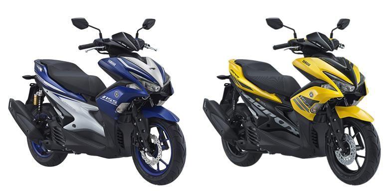 Yamaha Aerox 155 VV R-Version (kiri) dan tipe standar.