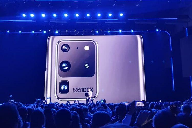 Modul kamera belakang di Galaxy S20 Ultra.