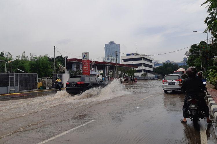 Banjir di Jalan Danau Sunter Selatan, Jakarta Utara, Sabtu (8/2/2020)