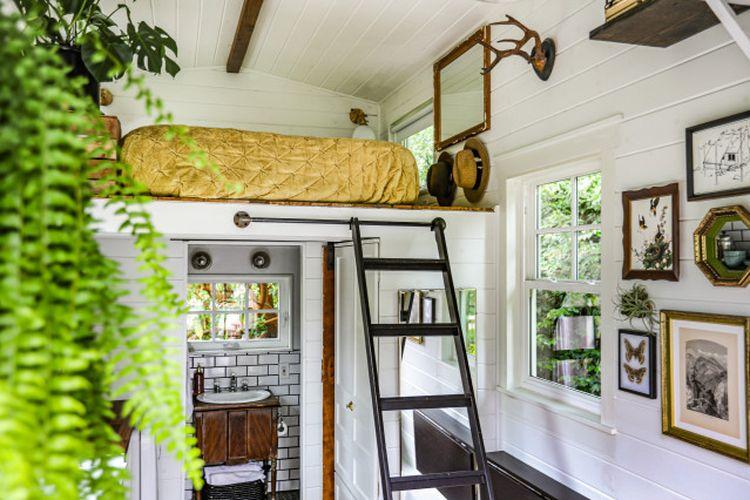 Kamar tidur mungil dengan konsep loft