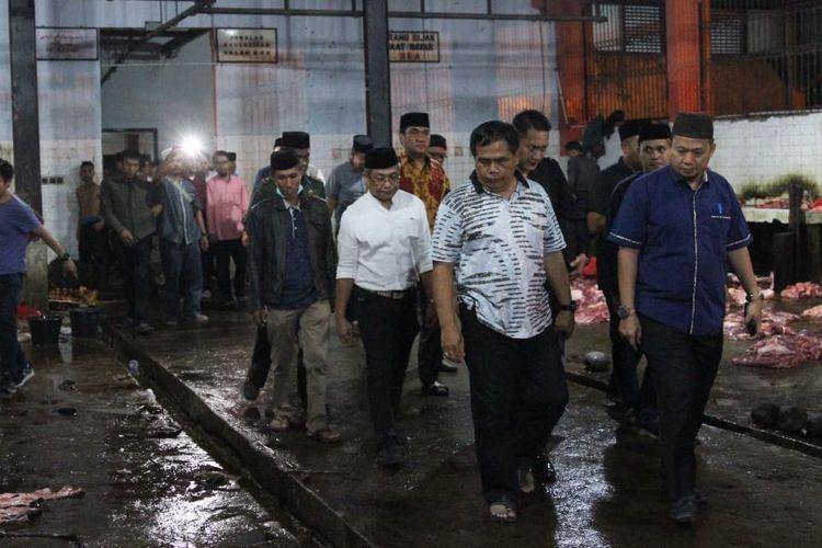 Penjabat (Pj) Wali Kota Makassar, M Iqbal S Suhaeb melakukan peninjauan ke Rumah Potong Hewan (RPH), Kelurahan Tamangapa, Kecamatan Manggala, Kamis (16/5/2019) dini hari