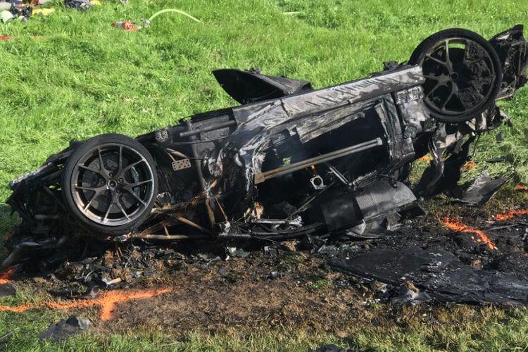 Kondisi mobil yang dikendarai Richard Hammond setelah kecelakaan dan terbakar.