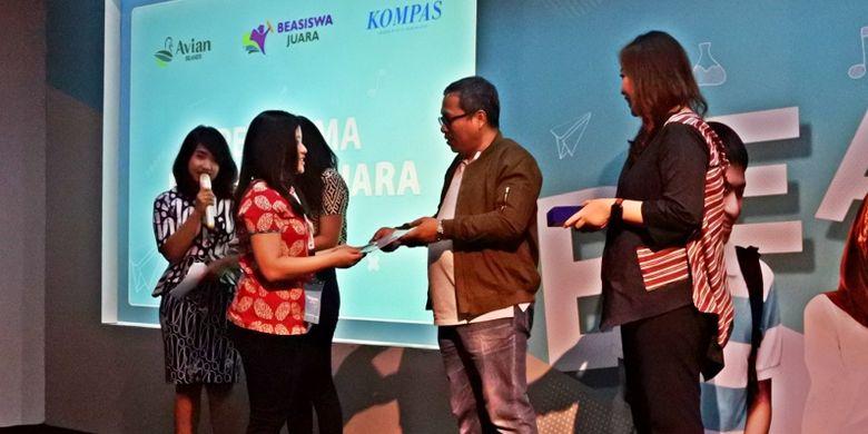 Beasiswa Juara memberikan biaya pendidikan selama dua semester dengan total Rp 10 juta kepada 40 mahasiswa pemenang beasiswa yang berasal dari berbagai universitas di Indonesia
