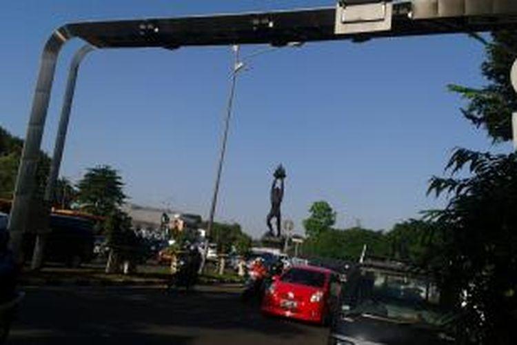 Gerbang jalan berbayar atau electronic road pricing (ERP) di Jalan Jenderal Sudirman, Jakarta Pusat, Selasa (15/7/2014)
