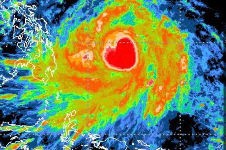 Siklon tropis Surigae yang berbentuk gambar hati tertangkap oleh satelit Himawari-8 pada 16 April 2021.