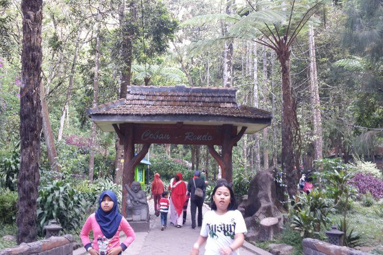 Pintu gerbang menuju Coban Rondo atau air terjun janda di Kecamatan Pujon, Kabupaten Malang, Selasa (10/7/2018)