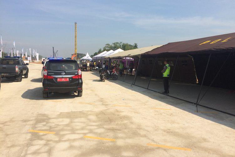 Suasana parking bay di JTF Pemalang-Batang, di Desa Bojong, Pekalongan, Jawa Tengah pada H-7 lebaran.