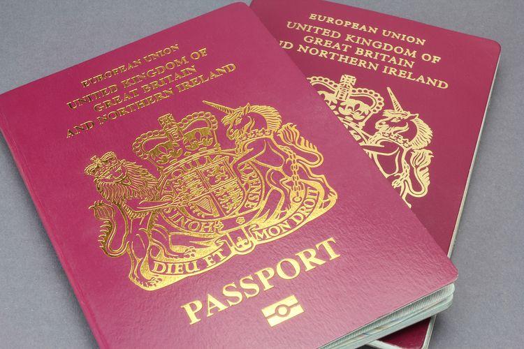 Paspor merah Inggris saat bersama Uni Eropa