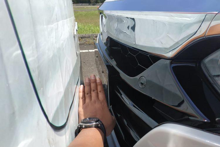 Pengemudi harus menginjak pedal rem segera setelah mobil berhenti agar Honda Accord tidak bergulir