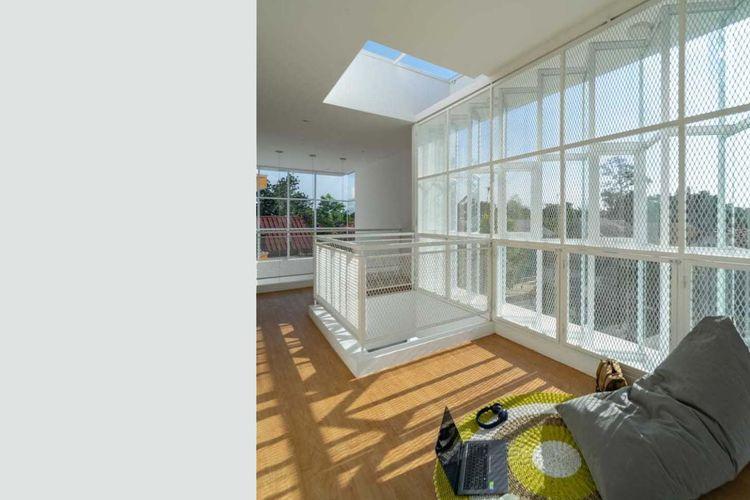 Kombinasi skylight dan jendela karya KALA Architecture & Visual Design Studio.